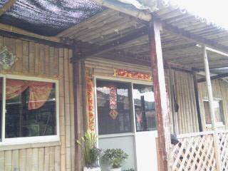 台湾村 door.jpg